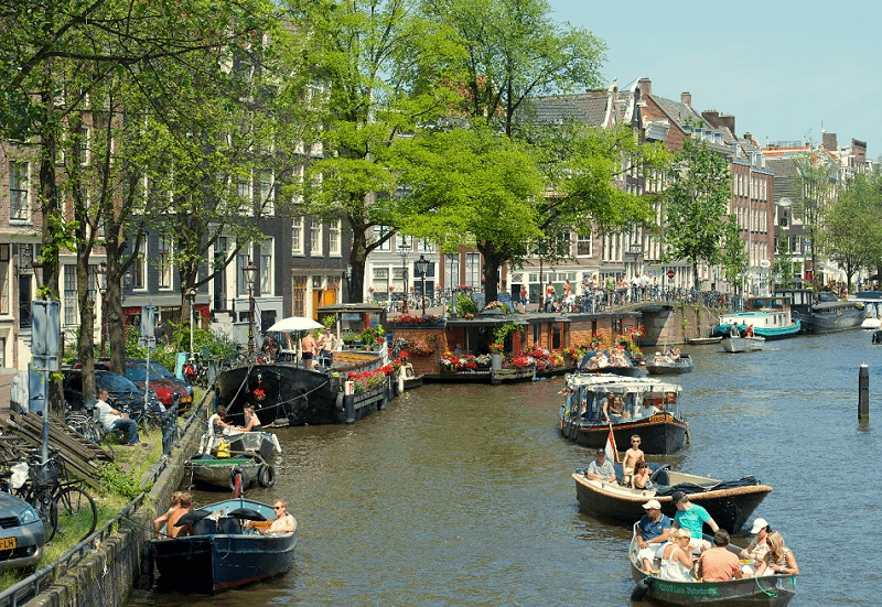 Passeio de barco no bairro Jordaan em Amsterdã