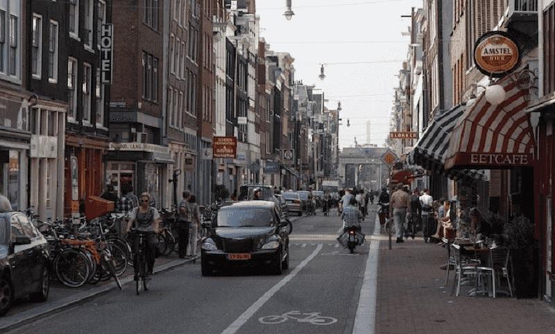 Rua Haarlemmerstraat em Amsterdã