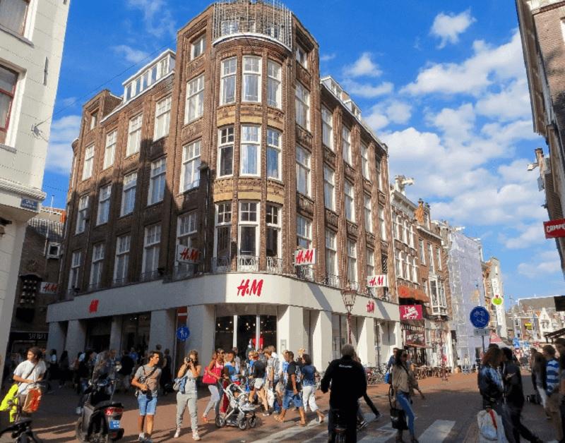 Loja H&M nas ruas 9 Straatjes em Amsterdã