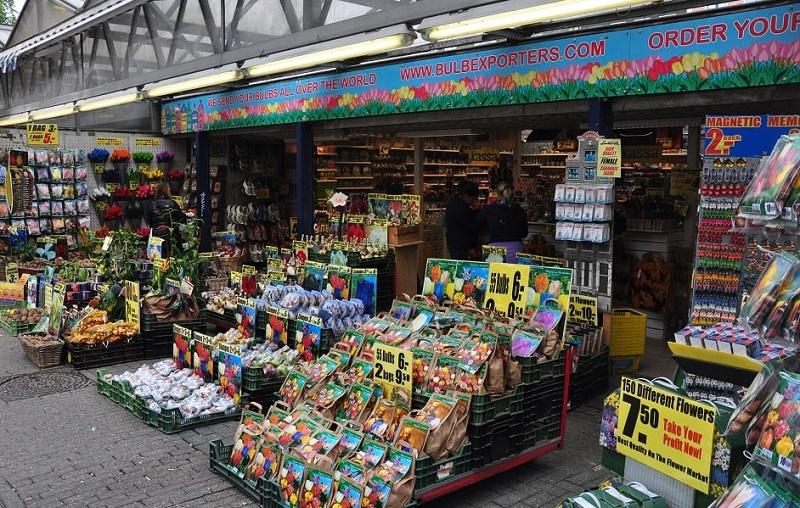 Produtos no Mercado de flores flutuante em Amsterdã