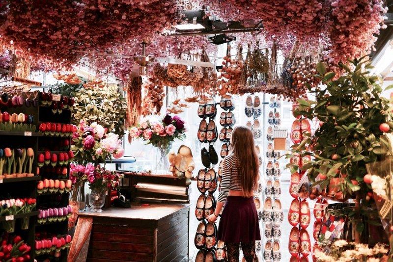 Loja no Mercado de flores flutuante em Amsterdã