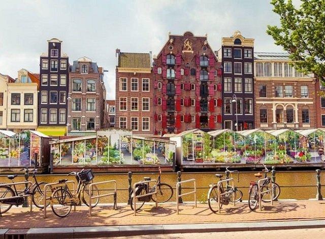 Mercado de flores flutuante em Amsterdã