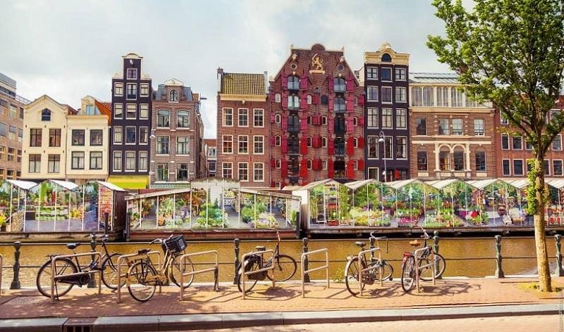 Mercado de flores no Canal Singel em Amsterdã