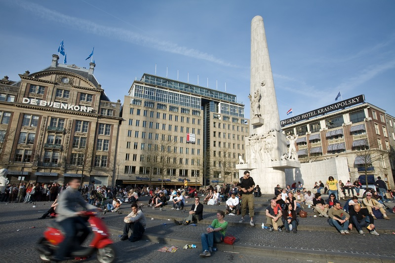 De Bijenkorf na Praça Dam em Amsterdã
