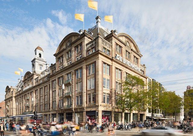 Compras na loja De Bijenkorf em Amsterdã
