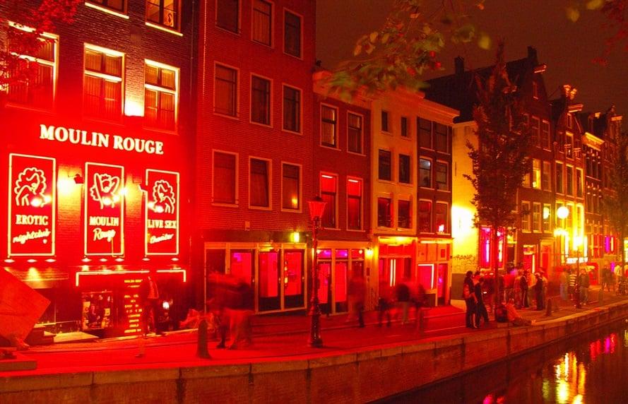 Vitrines no bairro Red Light District em Amsterdã