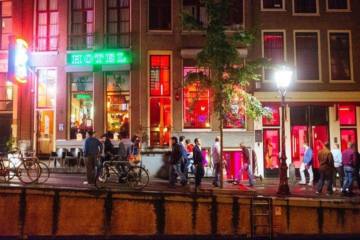 Rua no Red Light District em Amsterdã