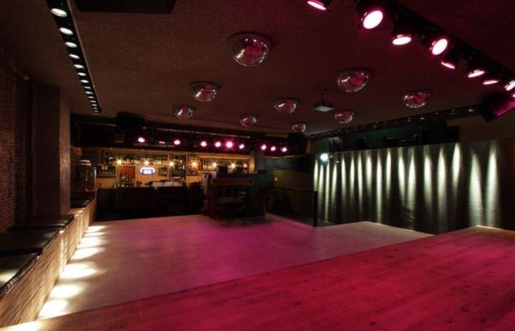 Interior da balada Club Up em Amsterdã