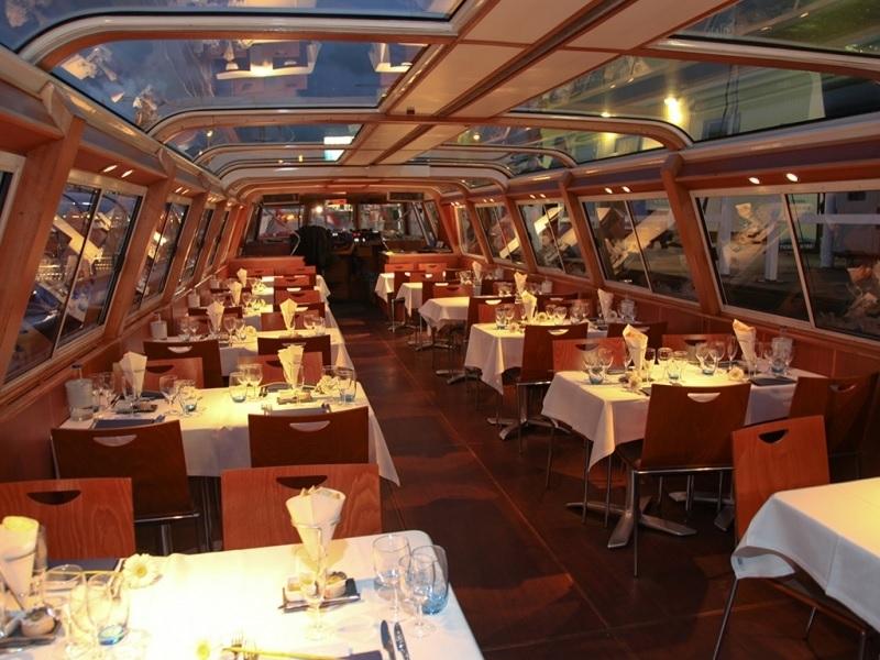 Jantar em passeio de barco