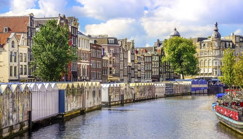 Canal Singel e o Mercado de flores flutuante em Amsterdã