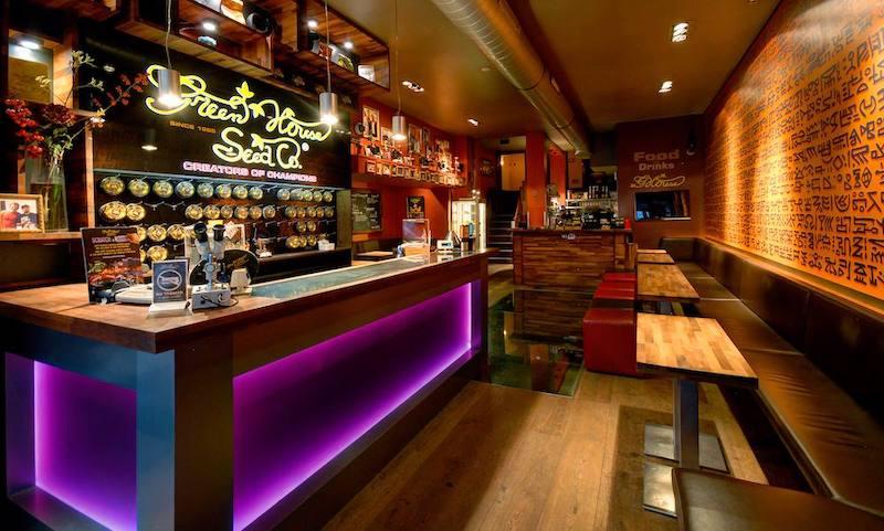 Interior do Coffee Shop The Green House em Amsterdã