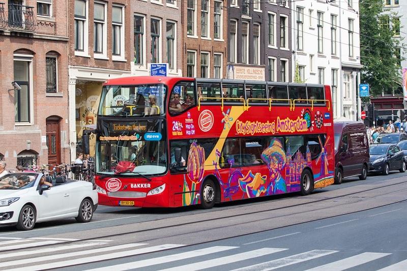 Ônibus turístico em Amsterdã