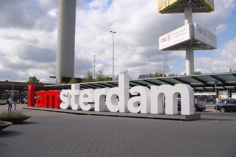 Letreiro I Amsterdam no Aeroporto Schiphol em Amsterdã