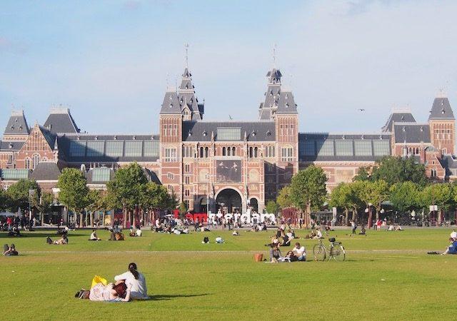 Rijksmuseum na Museumplein em Amsterdã