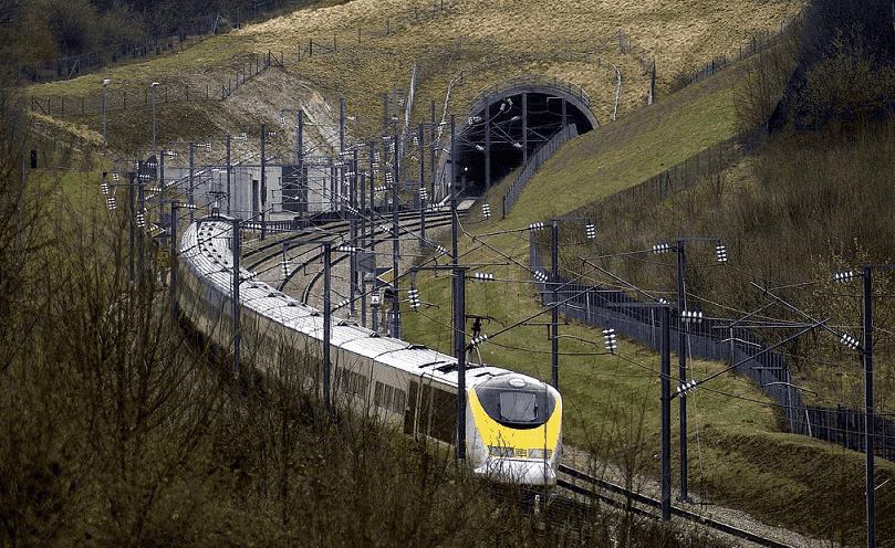 Viagem de trem saindo de Amsterdã