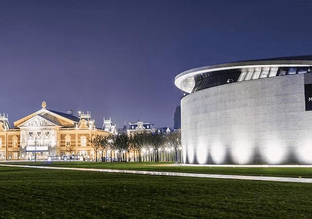 Museu Van Gogh à noite em Amsterdã