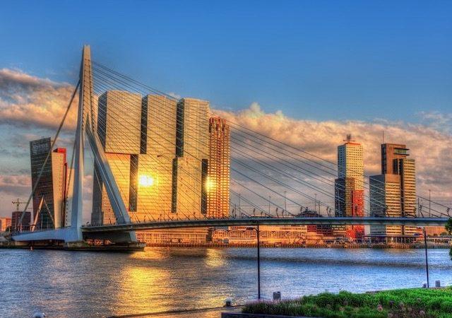Paisagem da Ponte Erasmus em Roterdã